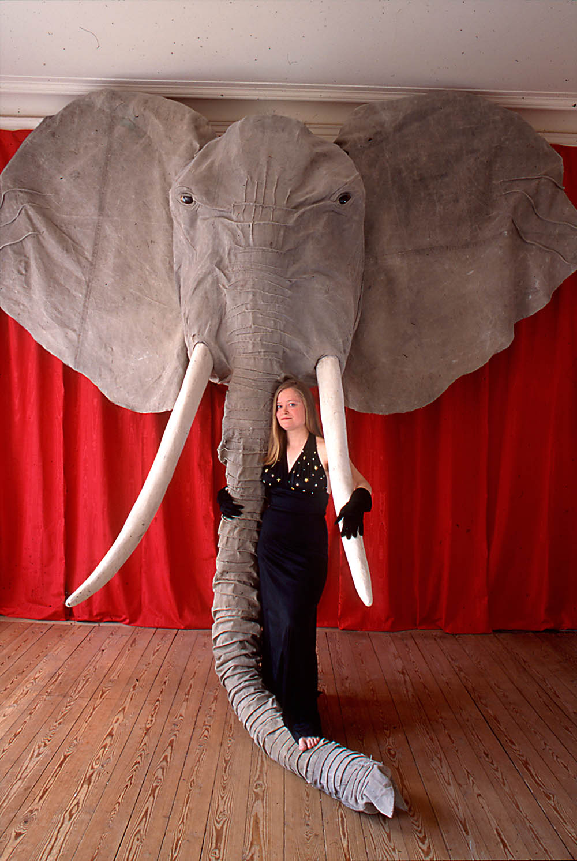 Fotograf: Ewa Rudling. Amalia med Elefant, skulptur.