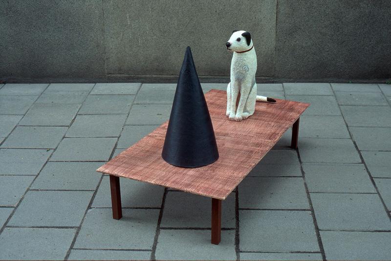 55_Hund_med_tratt-b