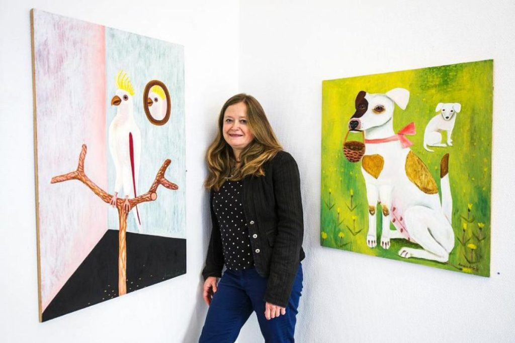 Amalia Årfelt inför utställningen på Galleri Lars Hjelm i Karlstad.